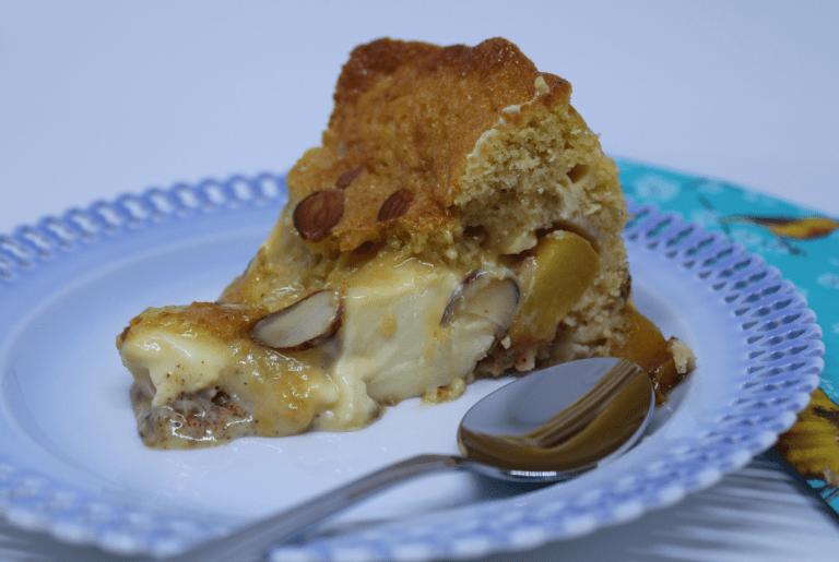 Kake med nektariner og romkrem - Ferdig