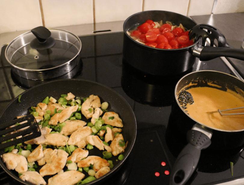 Pasta med kylling og Bretagnesaus - Steking