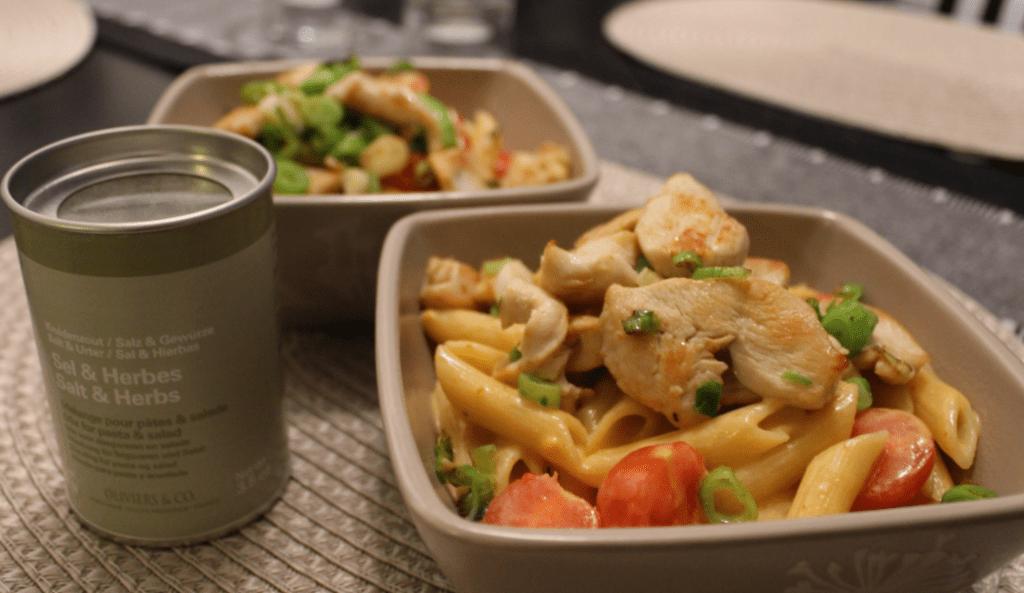 Pasta med kylling og Bretagnesaus - serveringsklar