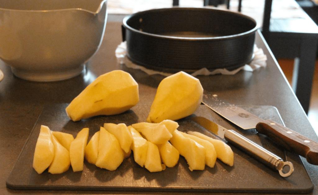 Pærekake - del opp pærer