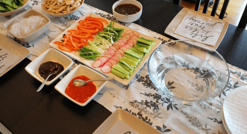 Vårruller - ferske vårruller dekk bord